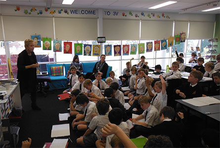 Budding journalists in Year 3 quiz former ABC Journalist Judy Tierny.